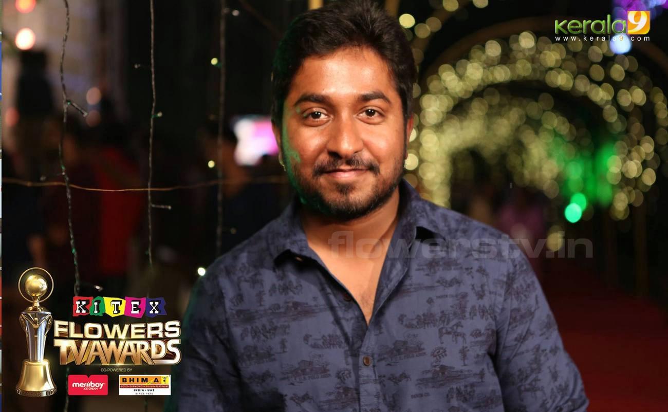 vineeth sreenivasan at flowers tv awards 2016 photos 093 042