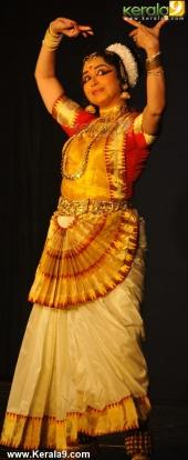 gopika varma mohiniyattam performance at soorya festival 2015 pictures04 002