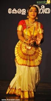 gopika varma mohiniyattam performance at soorya festival 2015 pictures04 003