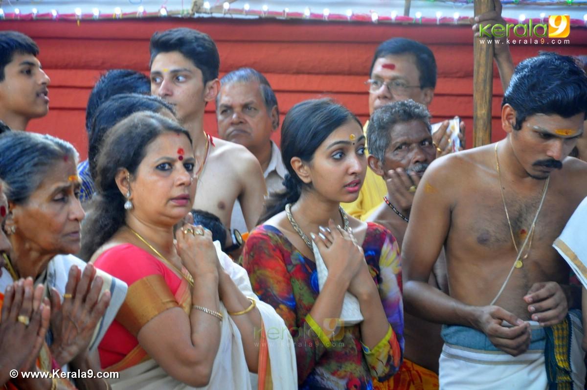 uthara unni at guruvayur temple festival 2016 photos 093 00
