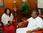 irom sharmila visit chief minister pinarayi vijayan pictures 555 001