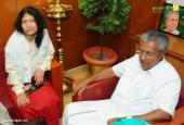 irom sharmila visit chief minister pinarayi vijayan pictures 555 00