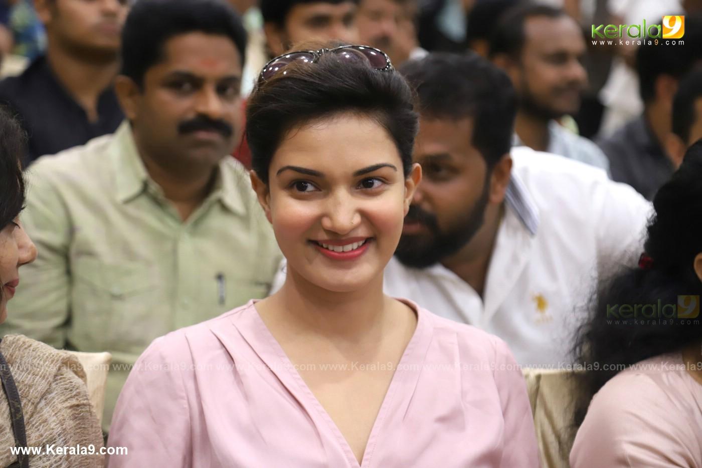honey rose at jayaram movie grand father pooja photos 68