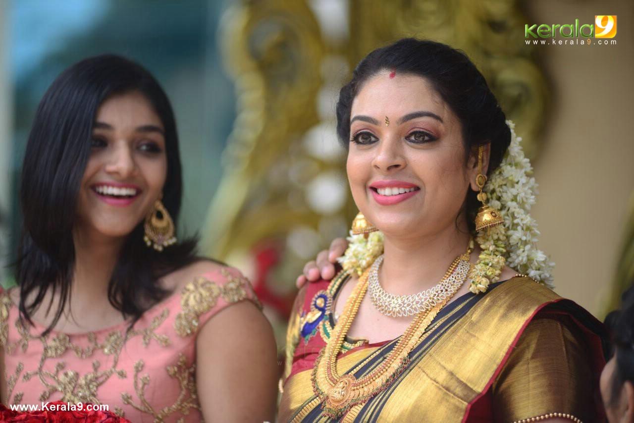 actress jyothi krishna marriage photos  027