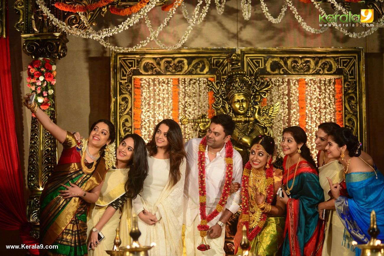 jyothi krishna wedding photos and marriage album photos 123 250