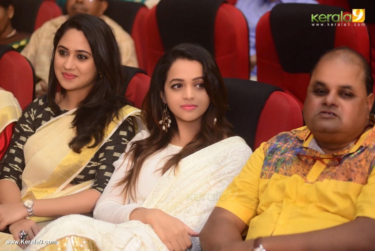 sunil sukhada at actress jyothi krishna wedding pictures 445 004