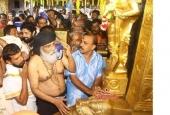 k j yesudas at sabarimala temple photos 093 005