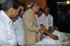 5769kerala cm oommen chandy at hospital photo