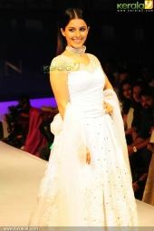 isha talwar at kerala fashion league 2016 pics 607 00