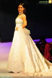 isha talwar at kerala fashion league 2016 pics 607 003