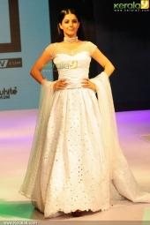 isha talwar at kerala fashion league 2016 pics 607 004