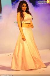 isha talwar at kerala fashion league 2016 pics 607 005