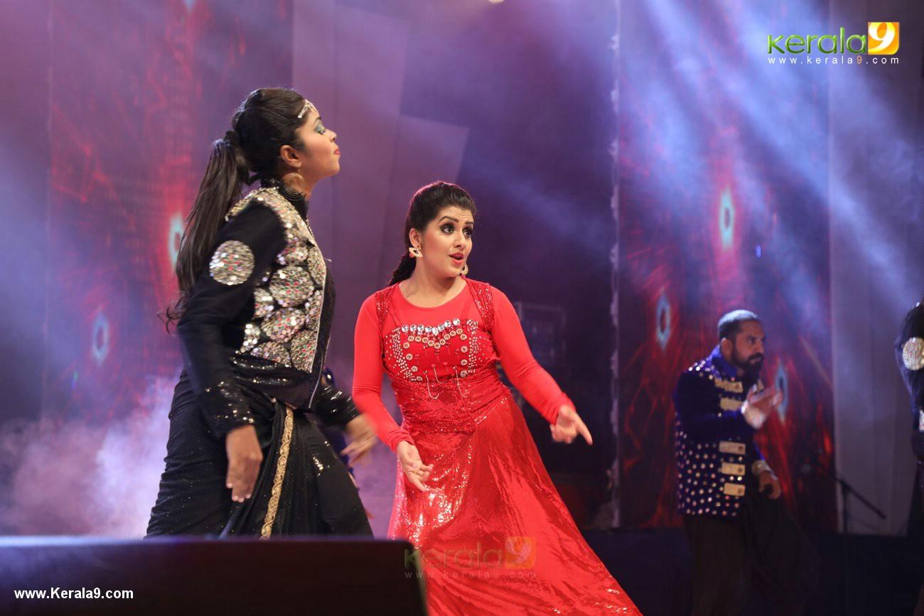 sarayu dance performance at onam celebration event 2017 photos  067