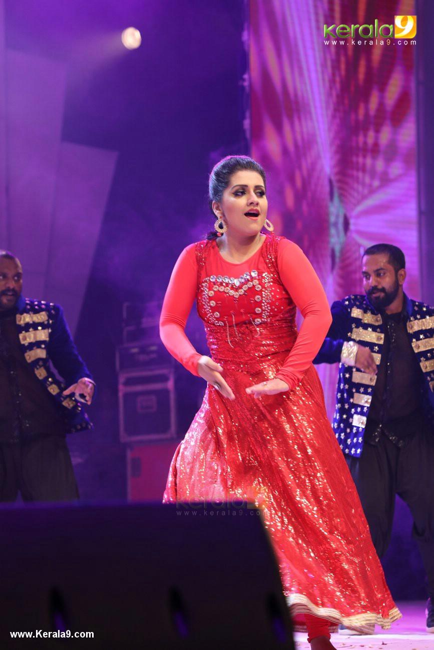 sarayu dance performance at onam celebration event 2017 photos  06