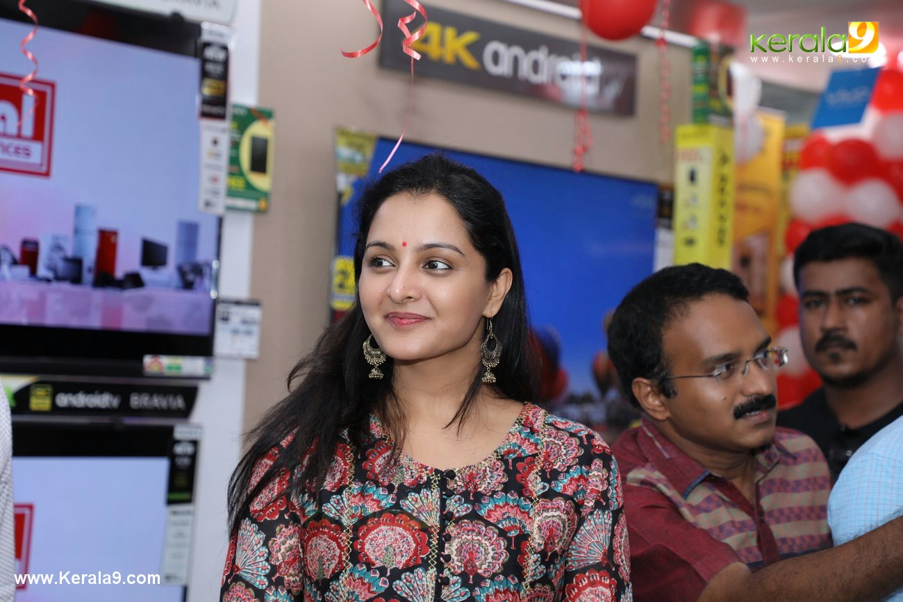 manju warrier at sony showroom inauguration tvm photos 092 015