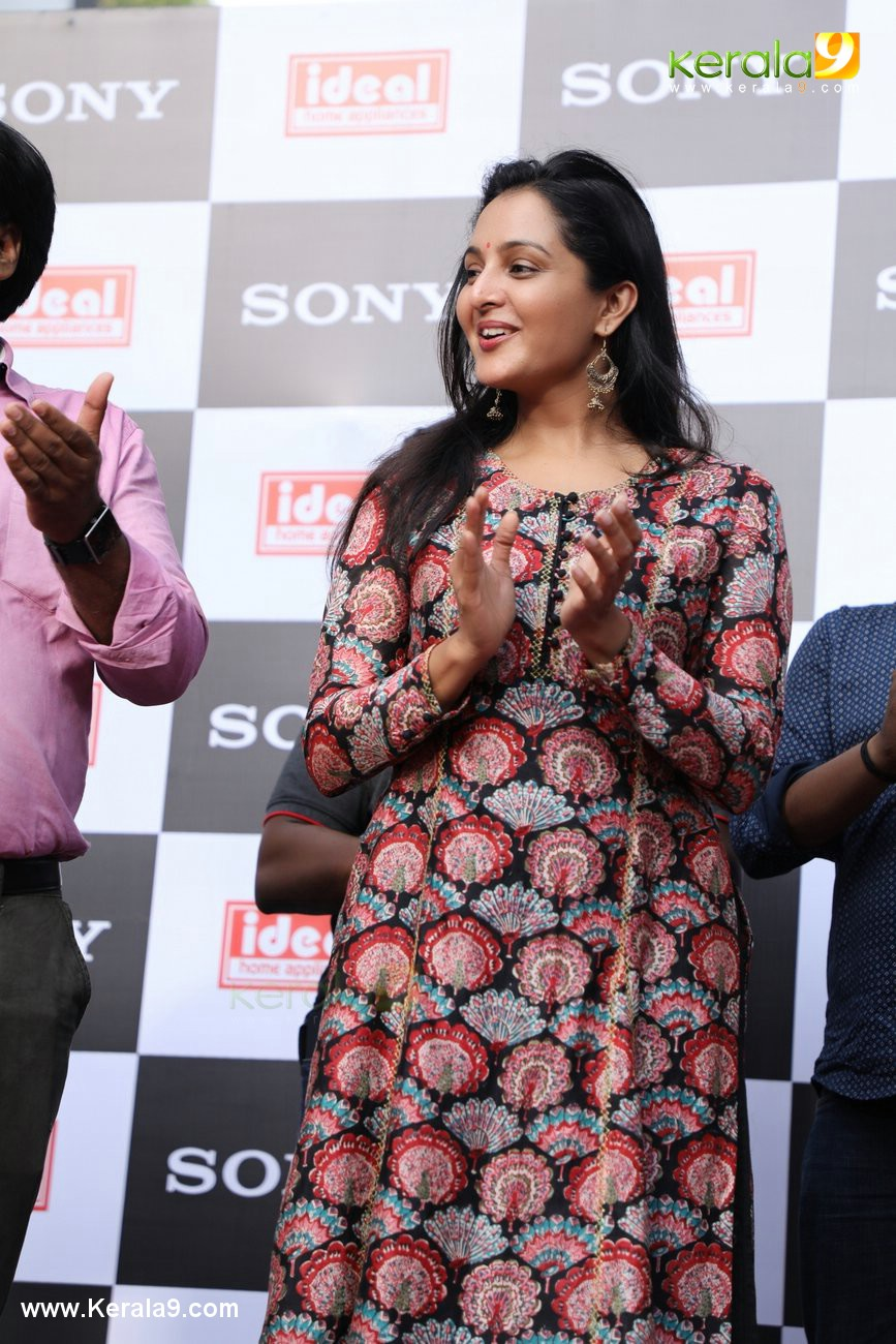 manju warrier at sony showroom inauguration tvm photos 092 076