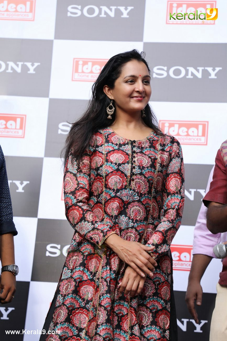 manju warrier at sony showroom inauguration tvm photos 092 080