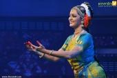 manju warrier dance at nishagandhi festival stills 002