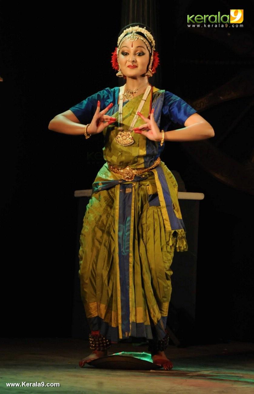 manju warrier dance at soorya dance and music festival 2017 photos 121 074