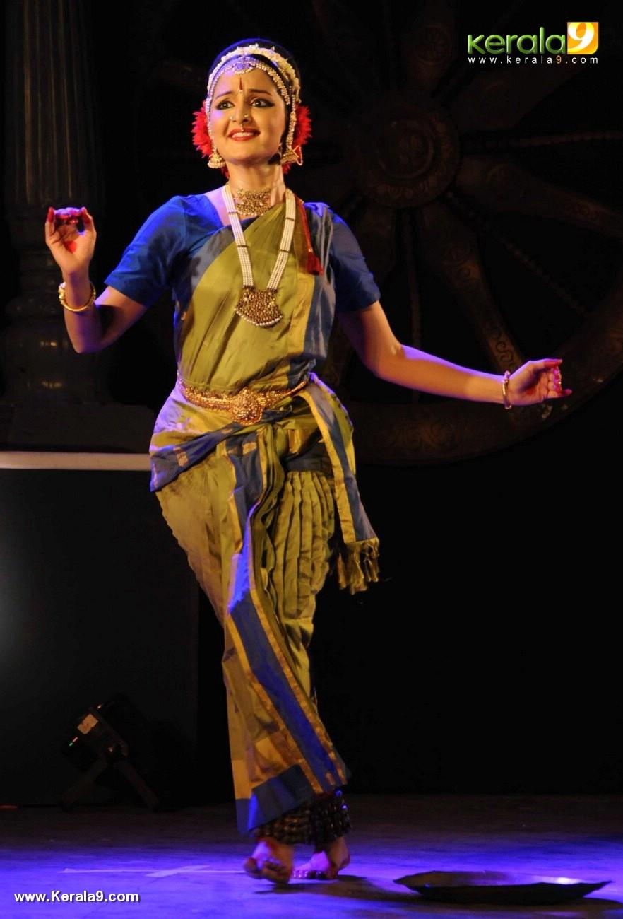 manju warrier dance at soorya dance and music festival 2017 photos 121 078