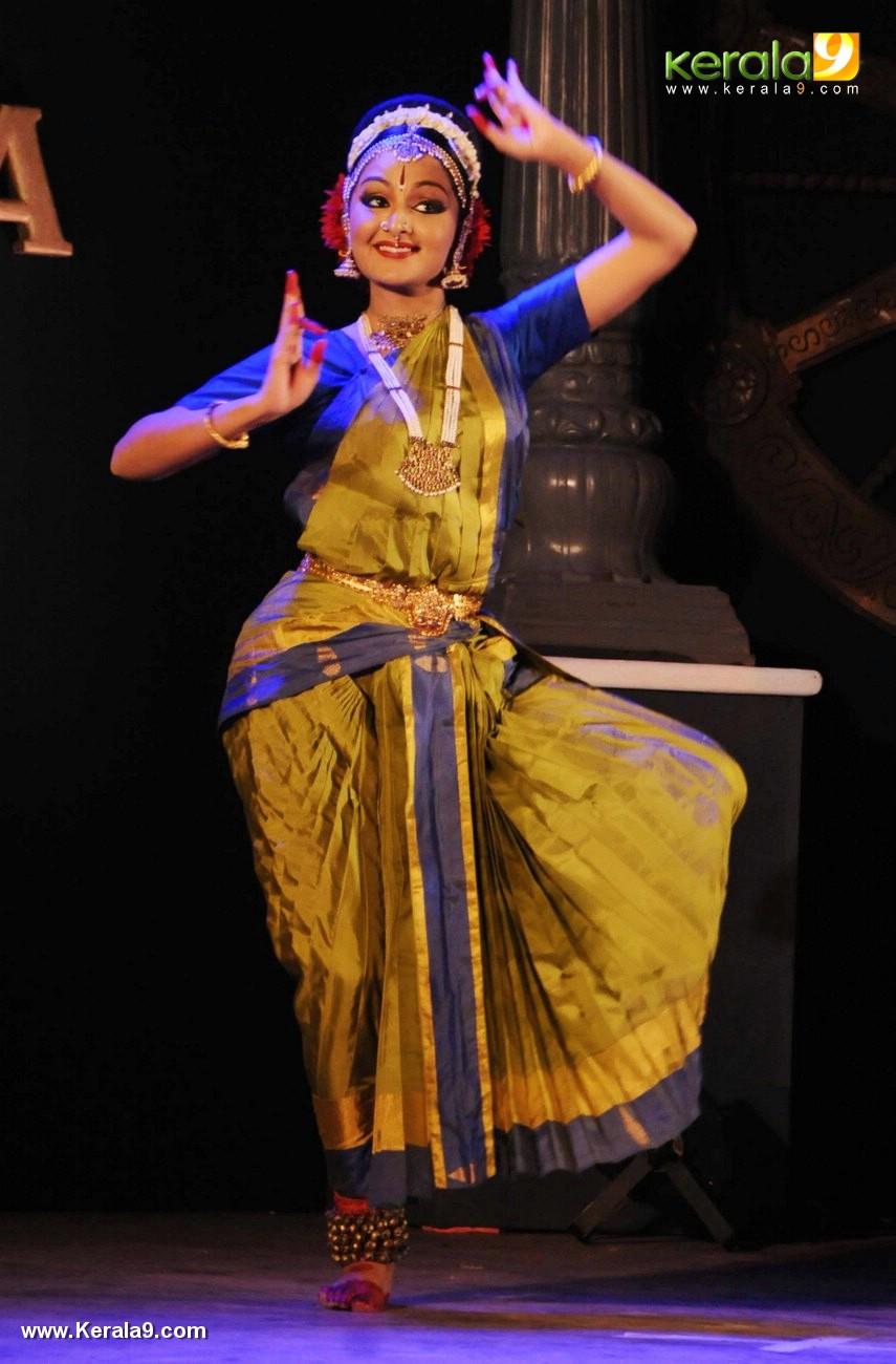 manju warrier dance at soorya dance and music festival 2017 stills 987 003