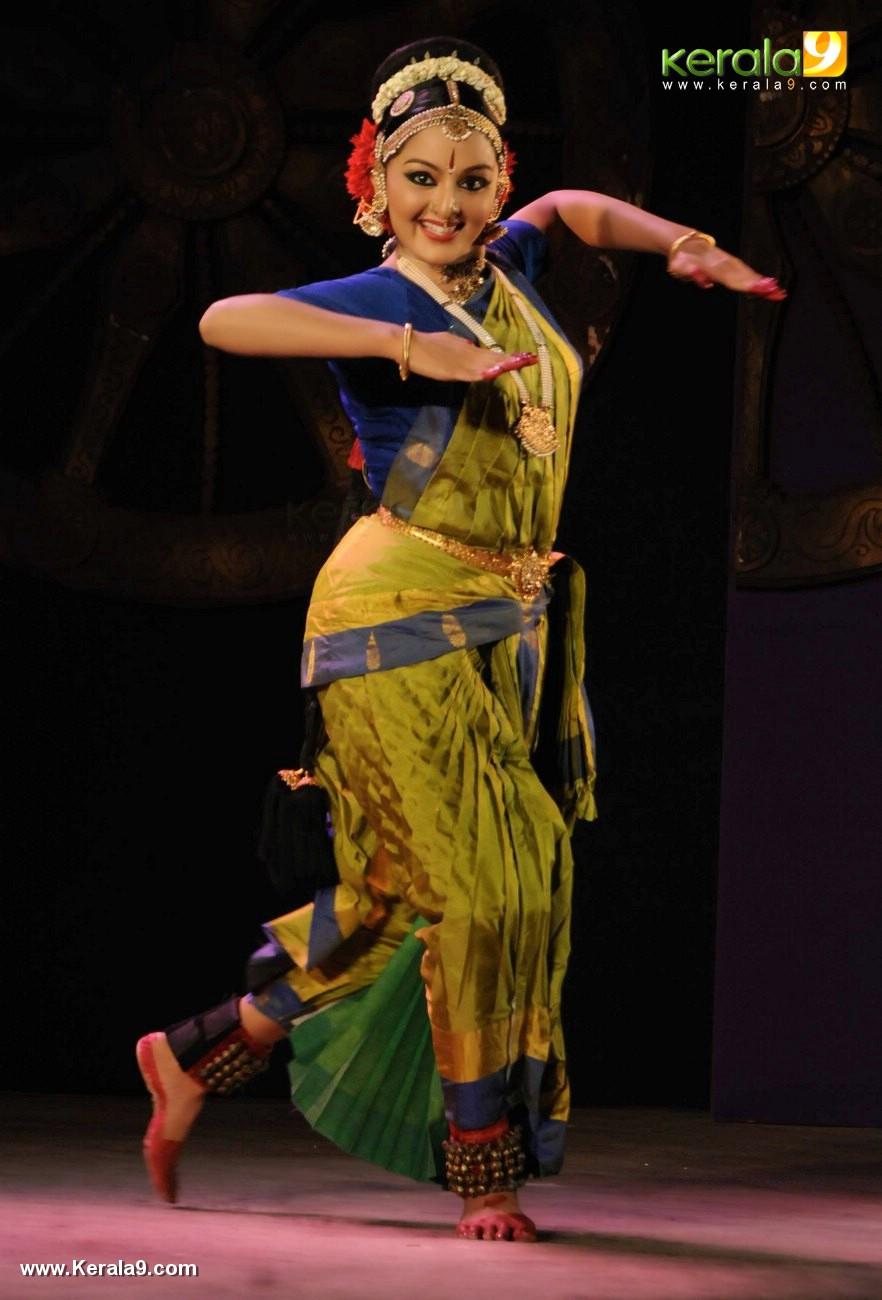 manju warrier kuchipudi performance at soorya dance and music festival 2017 photos 123 007