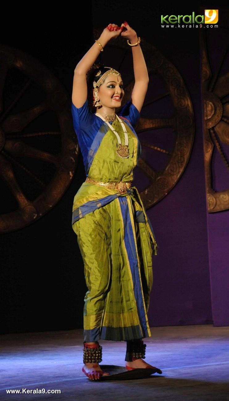 manju warrier kuchipudi performance at soorya dance and music festival 2017 stills 777 007