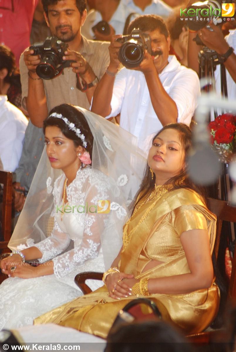 Meera jasmine wedding reception pictures blue