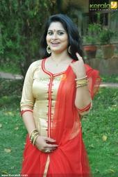 sruthi lakshmi at mizhi thurakku malayalam movie pooja photos 001
