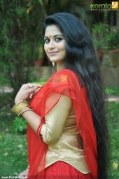 sruthi lakshmi at mizhi thurakku malayalam movie pooja photos 00