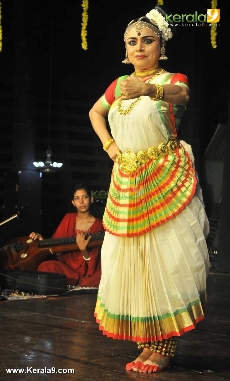 mohiniyattam dance performance photos 0923 054