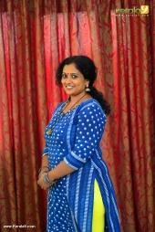 manju sunil at munthirivallikal thalirkkumbol 101 days celebration photos 009 002