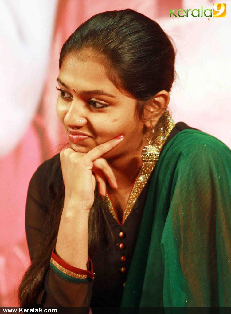 amma hindu singles In amma's healing room: gender and vernacular islam in  in amma's healing room: gender and vernacular islam in  gender and vernacular islam in south india.