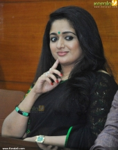 kavya madhavan at pinneyum malayalam movie press meet pics 320 004