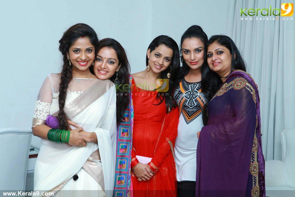 2594poornima Indrajith New Shop Inauguration Pics 01 001