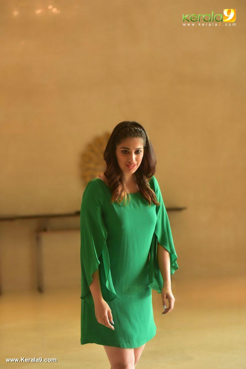 laxmi raai at julie 2 movie press meet in kerala photos 102 001