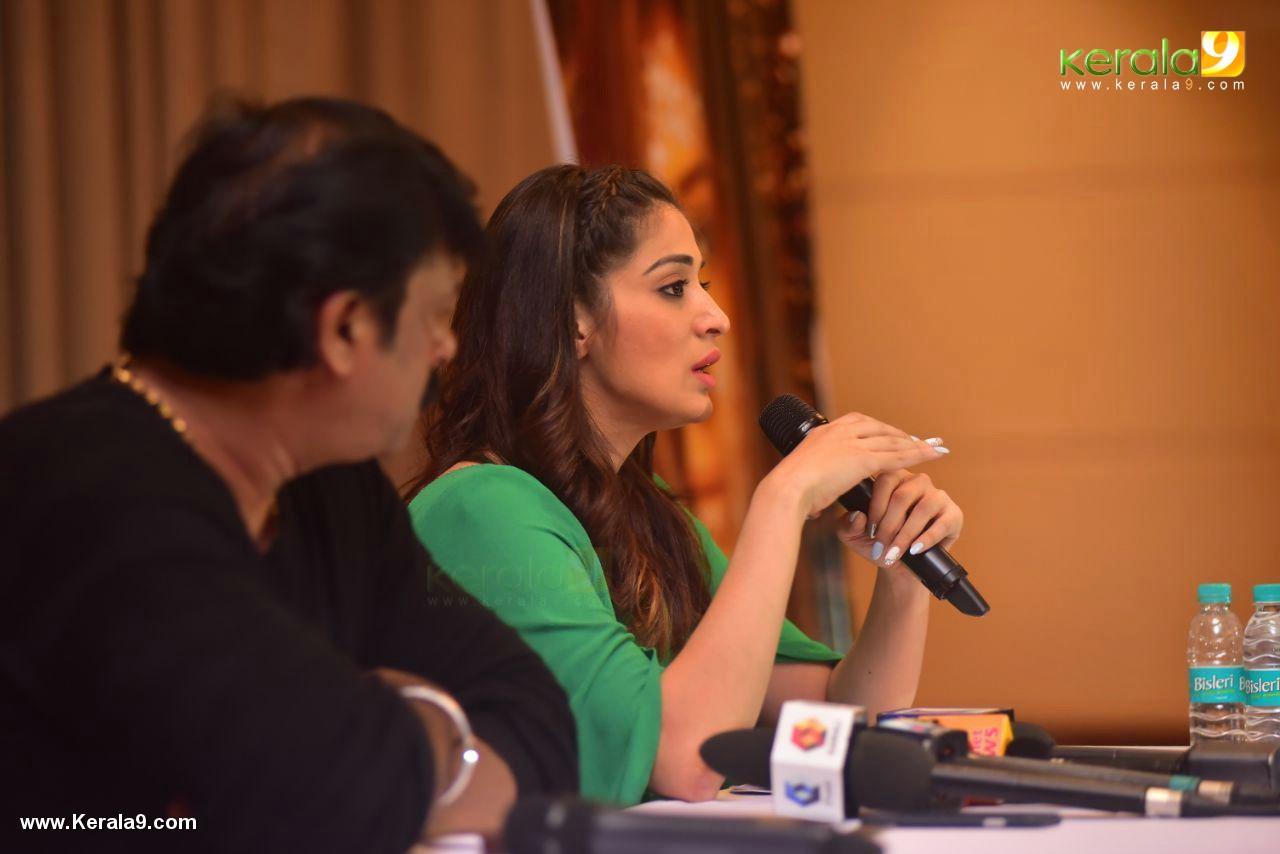laxmi raai at julie 2 movie press meet in kerala photos 104 002