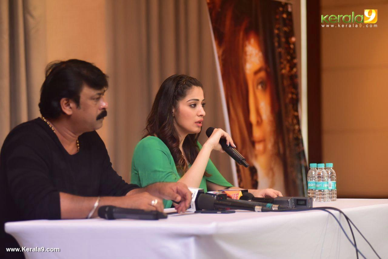 laxmi raai at julie 2 movie press meet in kerala photos 104 003