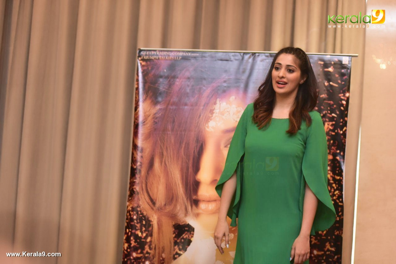 laxmi raai at julie 2 movie press meet in kerala photos 104