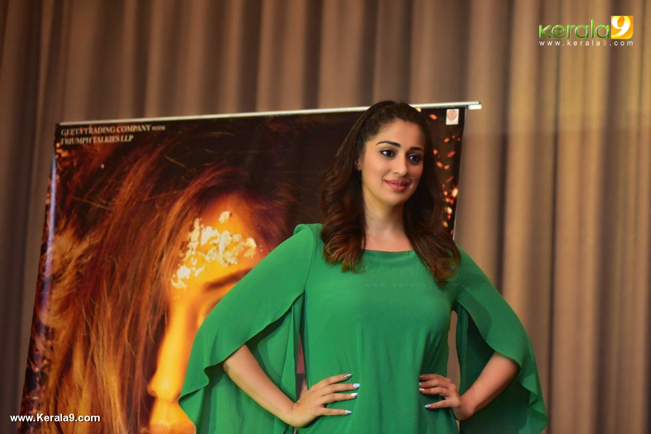 raai laxmi at julie 2 movie press meet in kerala pics 222 00