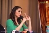 laxmi raai at julie 2 movie press meet in kerala photos 101 002