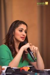 raai laxmi at julie 2 movie press meet in kerala pictures 333 003