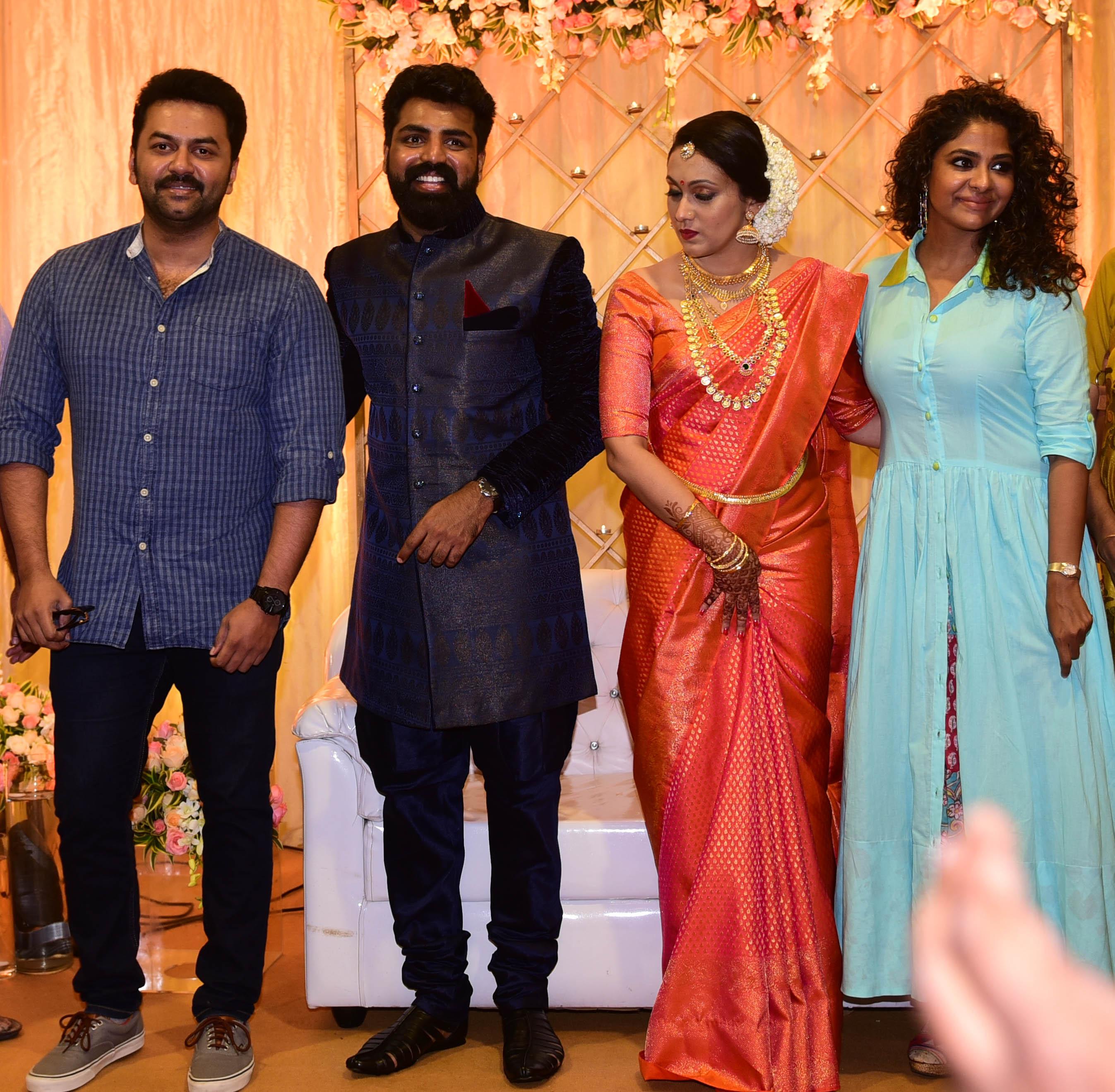 scriptwriter radio jockey shaan parvathy menon marriage and wedding reception photos  002