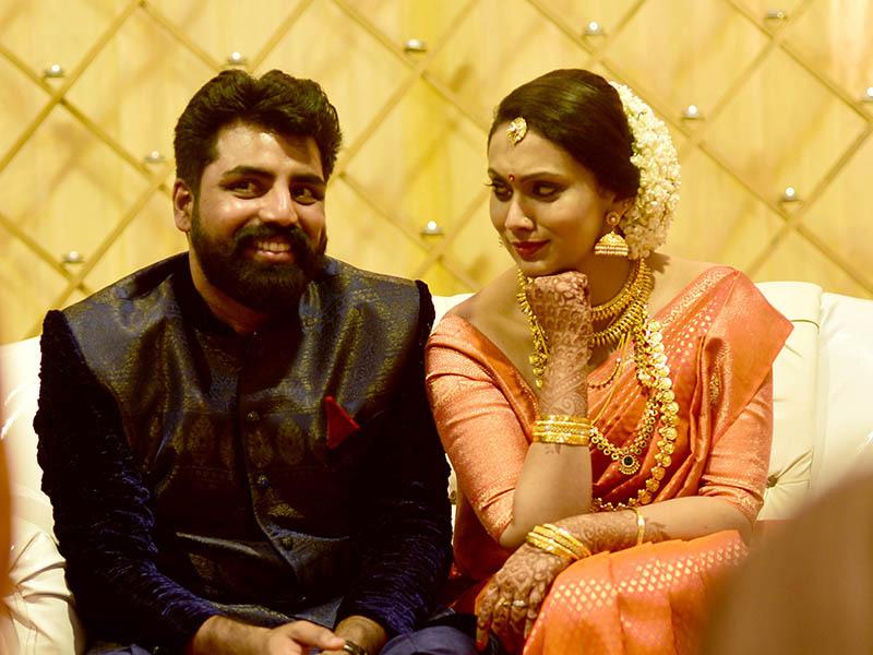 scriptwriter radio jockey shaan parvathy menon marriage photos