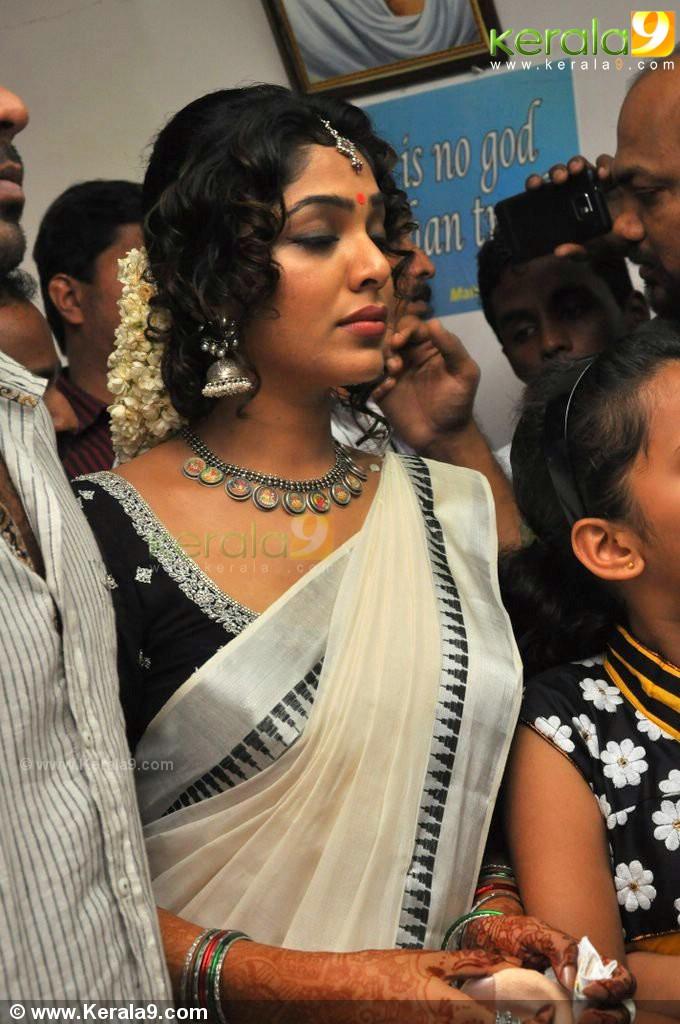 Rima Kallingal With Aashiq Abu Marriage Photos 01 0071929j