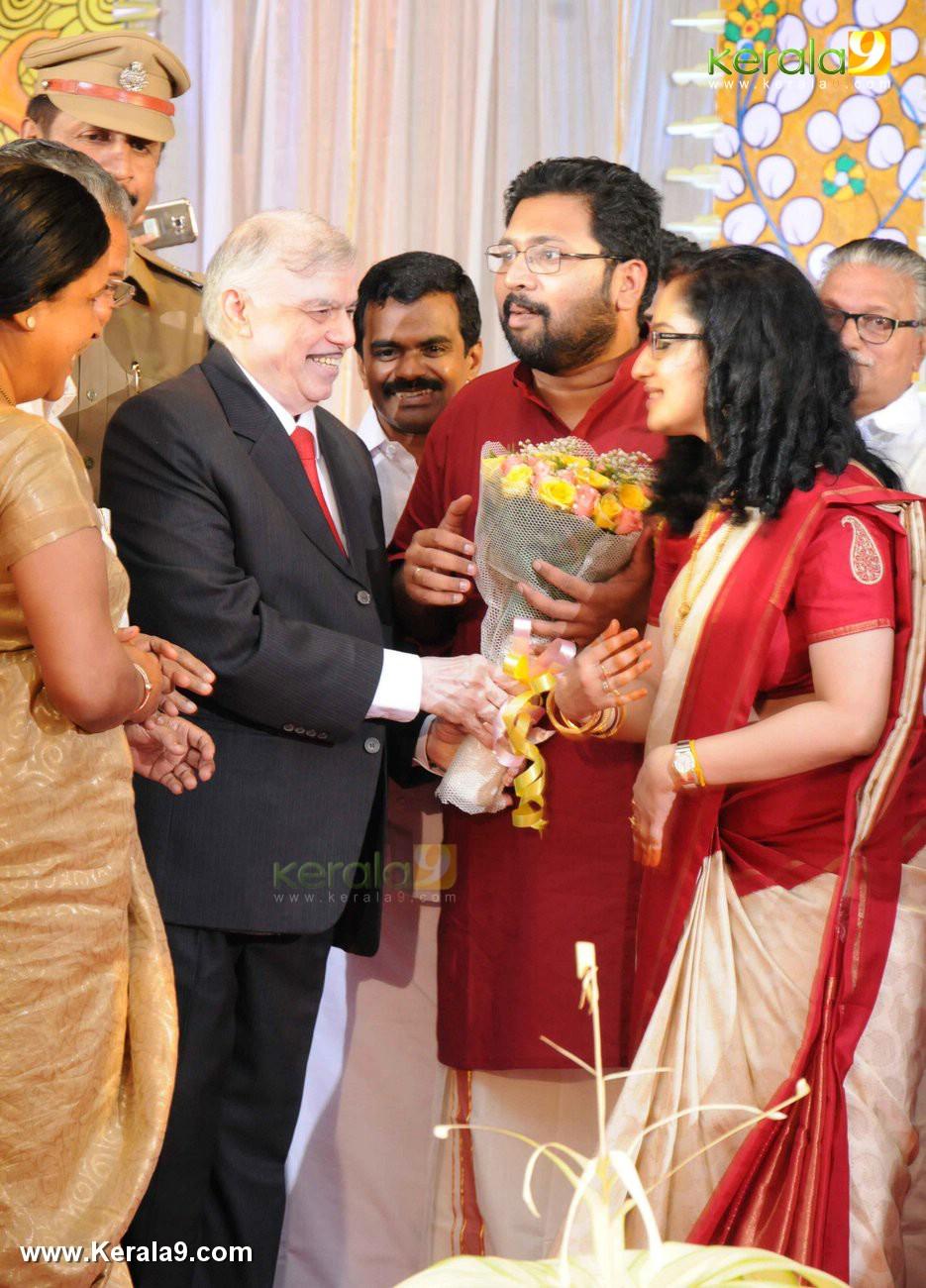 sabarinath mla divya iyer marriage photos  02