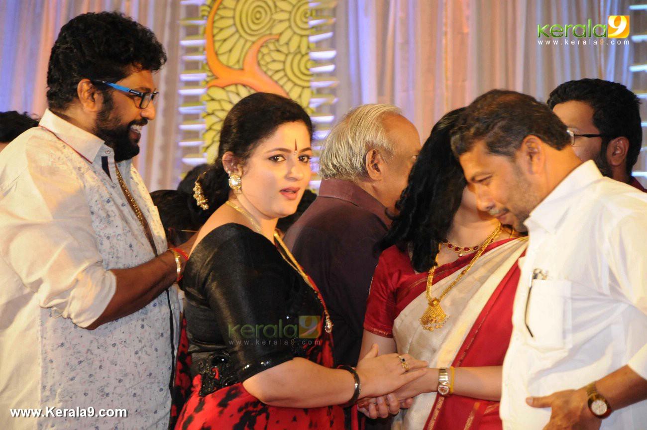 shaji kailas wife annie at sabarinathan mla wedding photos 013