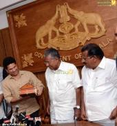 sachin tendulkar visit chief minister pinarayi vijayan photos 100