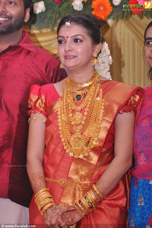 Saranya Mohan Reception Stills 00292 Kerala9 Com