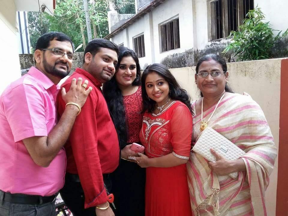 chandanamazha amrutha meghna engagement photos  004